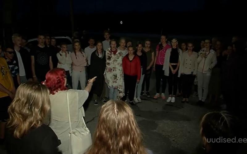 Video! Vägev vaim! Lõuna-Eesti laulupeolised võtsid viisijupi üles veel ka teel koju