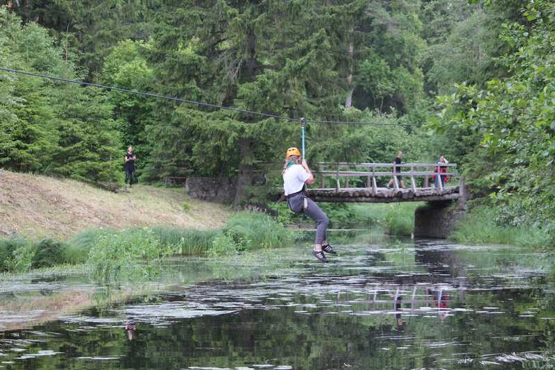 Kesk-Eesti pikim zip-line on avatud skautide laagris Tagametsas