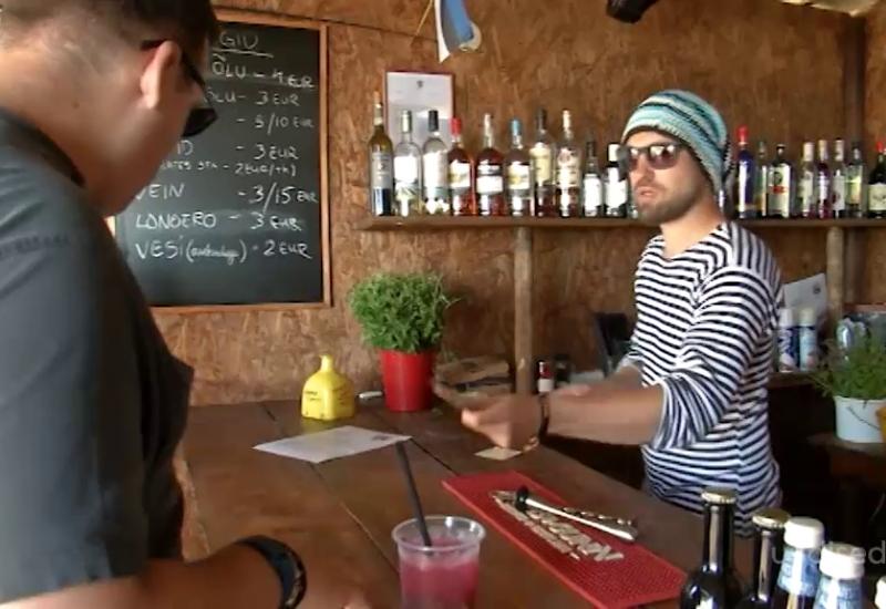 VIDEO! Päikeseloojang keset Võrtsjärve: asustamata Tondisaar on reggae-baari tõttu saanud populaarseks sihtkohaks