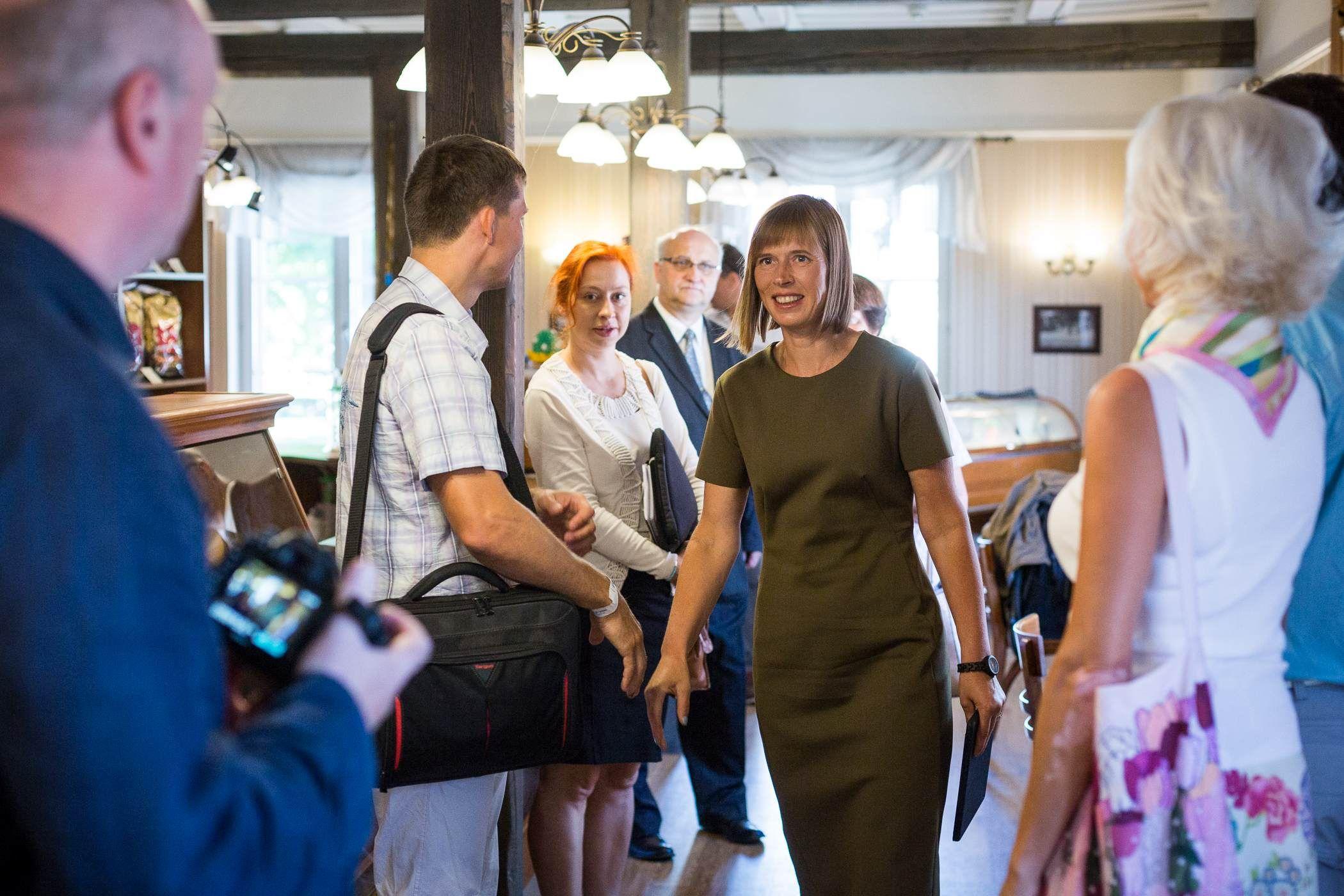President Kersti Kaljulaid kohtus parlamendiväliste erakondade juhtidega