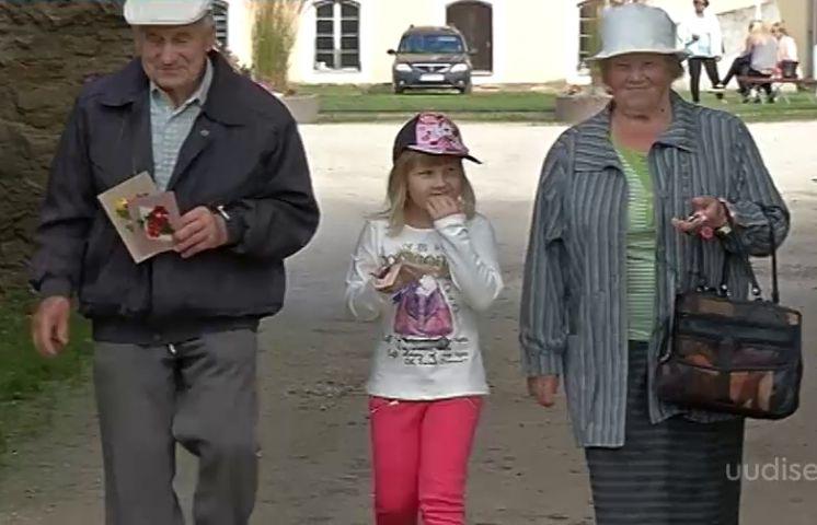 VIDEO! Innovaatiline ja positiivne idee: maksta vanavanematele lastelaste kasvatamise eest palka