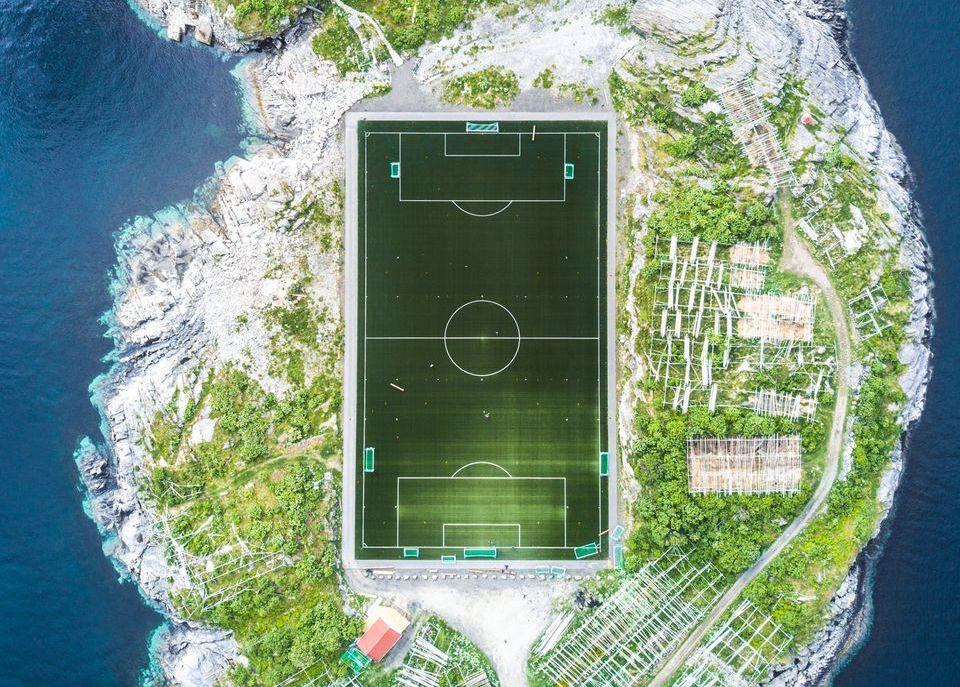 Mainekas tunnustus! Eesti ettevõtte rajatud jalgpalliväljak jäädvustati National Geographicu auhinnatud fotole