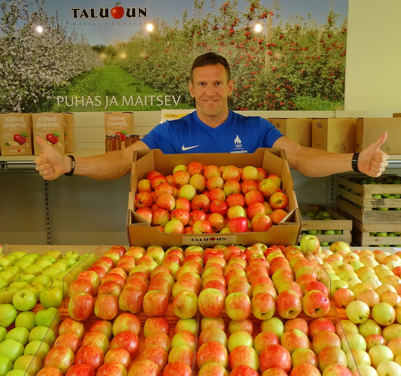 Ott Kiivikas jagab tänasel autovaba päeval tasuta õunu