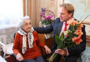 107-aastast Maria Kolki õnnitleb Võru linnapea Anti Allas