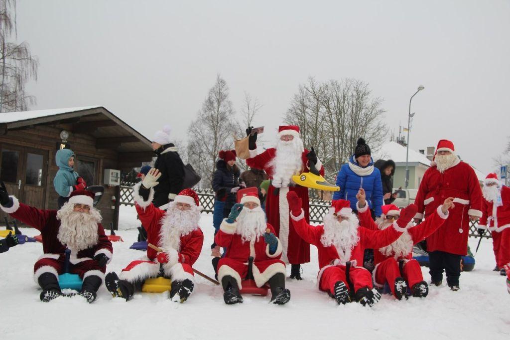 FOTOD! Jõuluvanad lustisid talvepealinnas