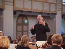 Tõnu Kaljuste ja Tallinna Kammerorkester foto Kristian Kruuser