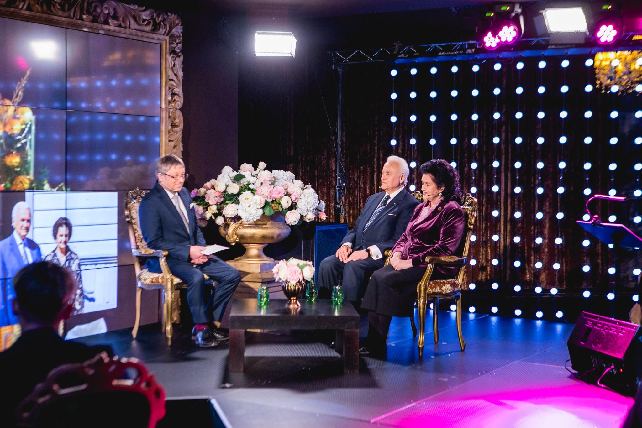 President Arnold Rüütel saab Lastekaitse Liidu aumärgi