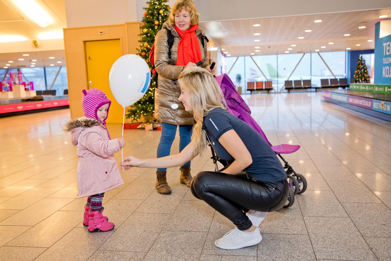 FOTOD LENNUJAAMAST! Vaata, kuidas juubeliaasta esimesel päeval Eestisse saabujad lennujaamas tervitati