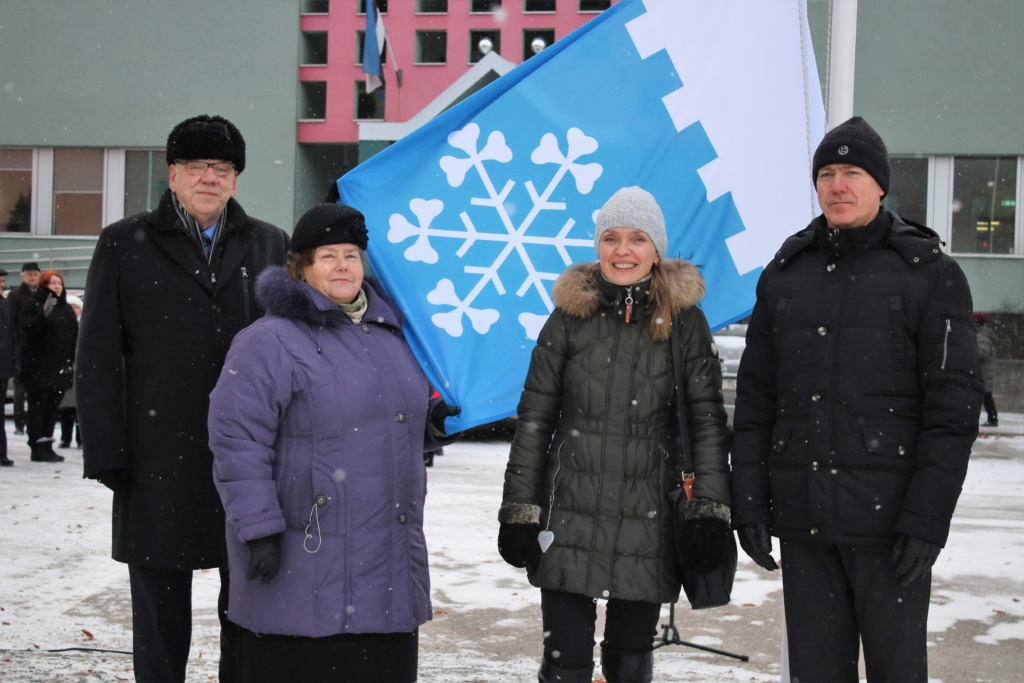 Jõgeva valla lipult tasub lumehelbe tagant otsida kevadist ristikheinalehte