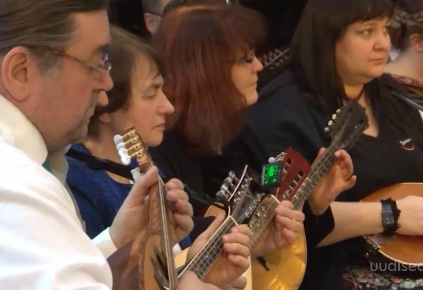 Video! Vaata, kuidas harjutavad sada mandoliinimängijat peagi startivaks kontserttuuriks
