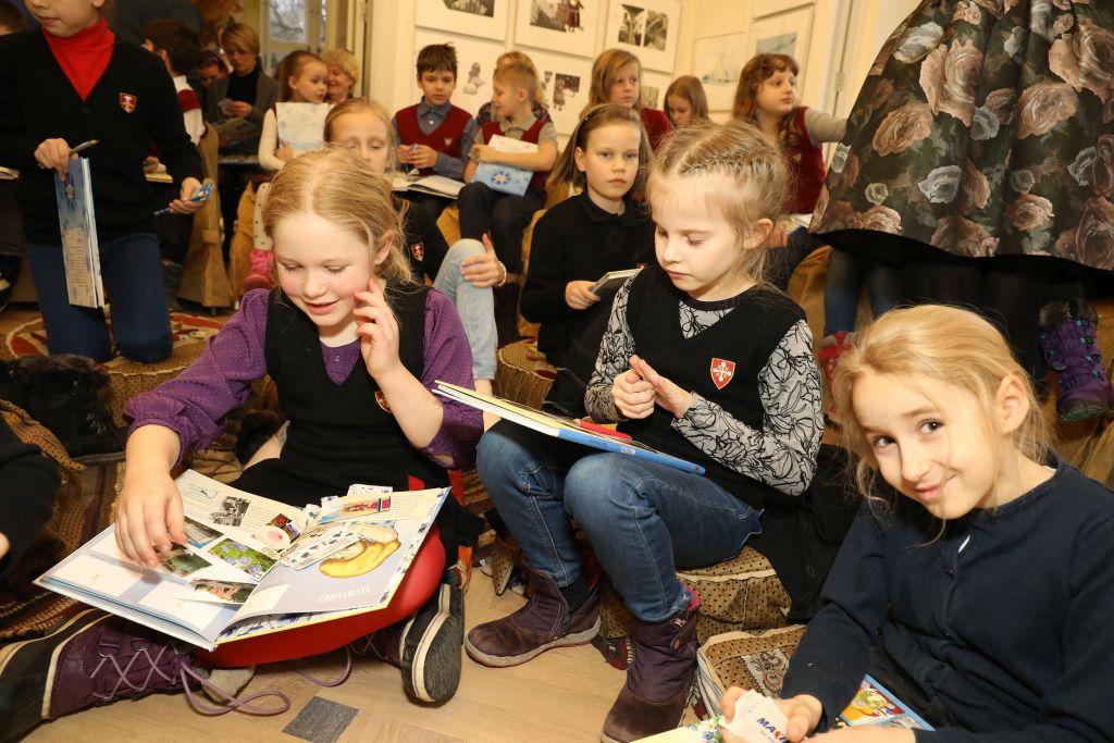 """Täna esitleti kogupere tegelusraamatut """"Meie Eesti"""""""