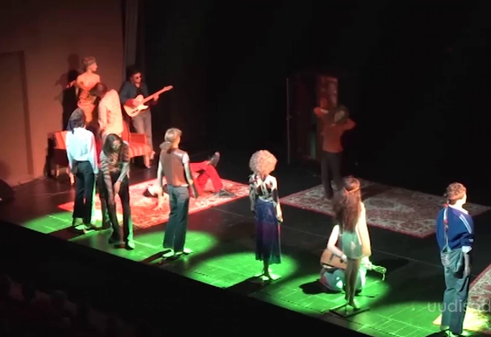 """Video! Teatrisari """"Sajandi lugu"""" toob Ugalasse hipid, revolutsiooni ja armastuse"""