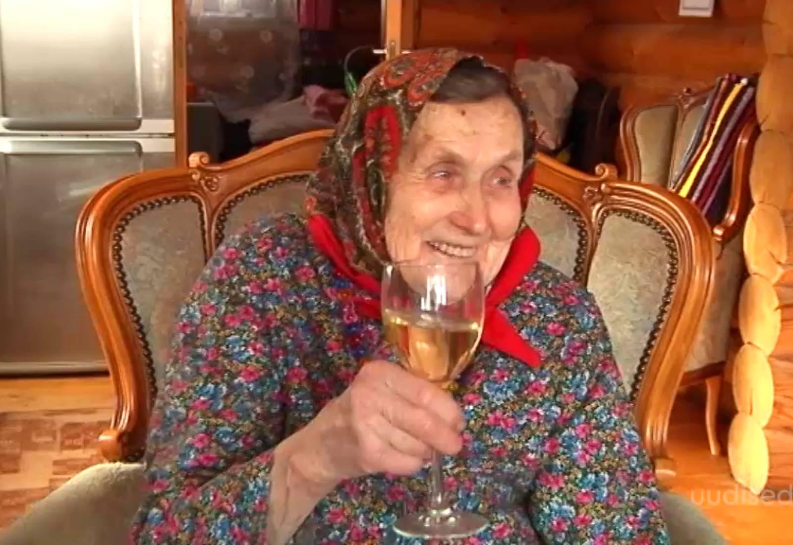Video! Vaata, kuidas tähistas oma 90. sünnipäeva krutskeid täis Kihnu Virve