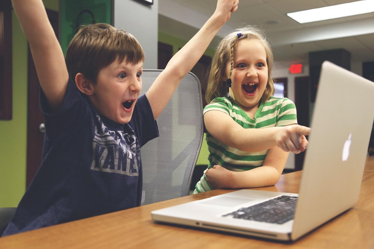 Noorte tehtud Lastekaitse Liidu ja Lasteabi videoklippe saab näha ka Just Filmi ekraanil