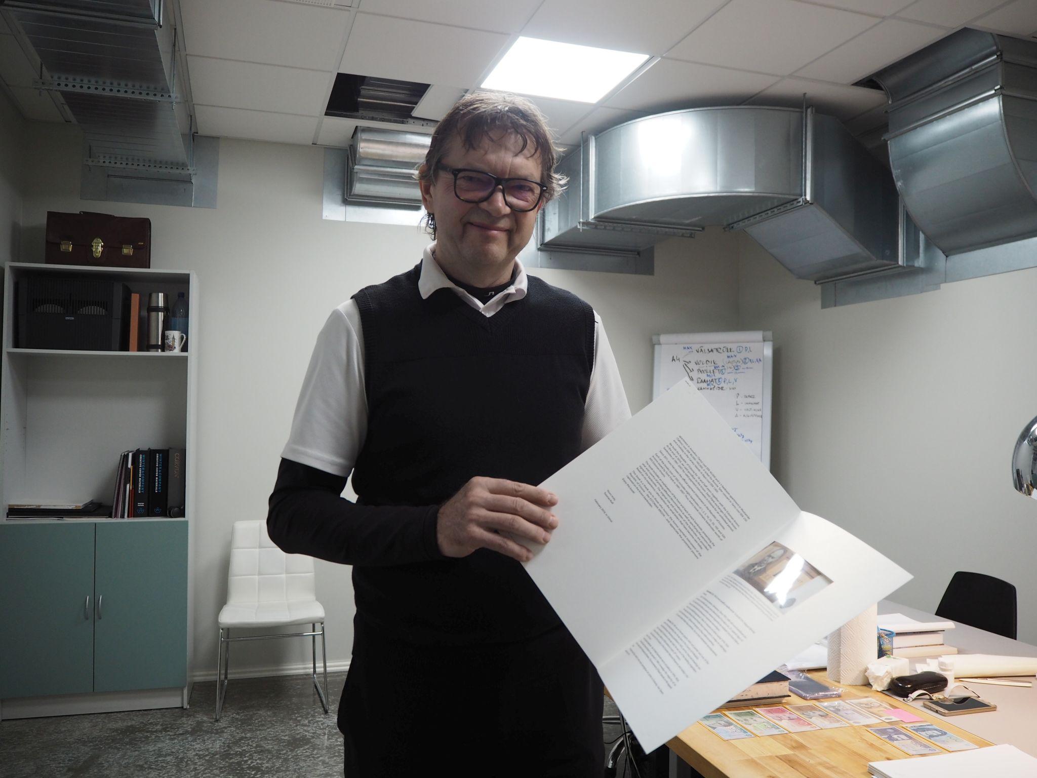 FOTOD! Ilmub Toomas Kulli rahanostalgiat pakkuv Eesti krooni raamat