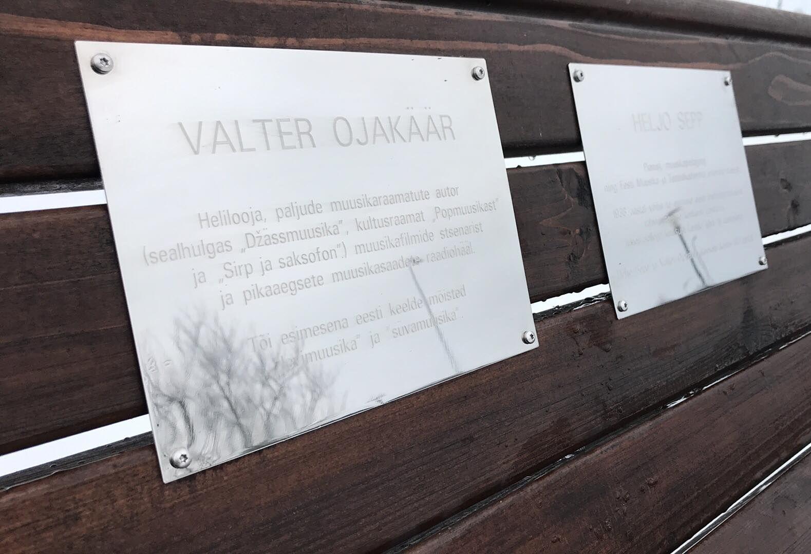 Pirita kloostri ette paigaldati Heljo Sepa ja Valter Ojakääru auks mälestuspink