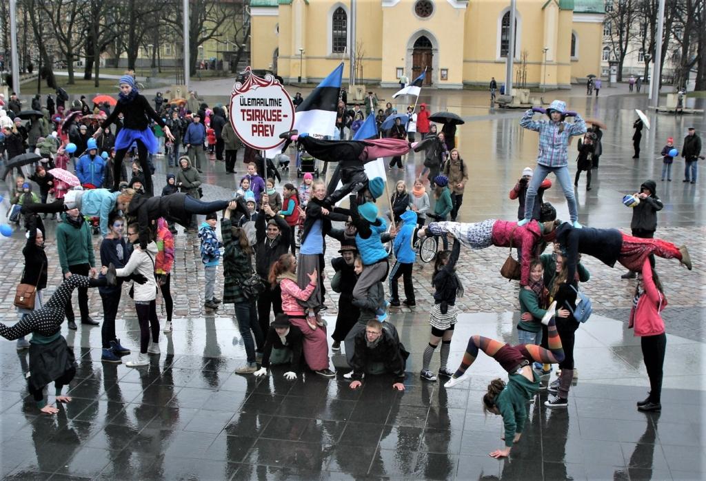 Klounid, mustkunstnikud, akrobaadid ja žonglöörid kogunevad ülemaailmse tsirkusepäeva puhul