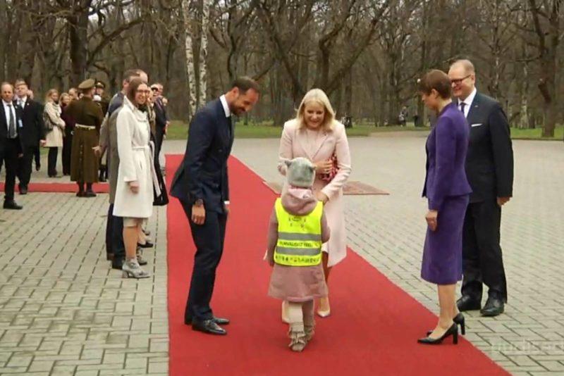 VIDEO! Suure unistuste täitumine: pisike printsess kohtus päris printsessiga