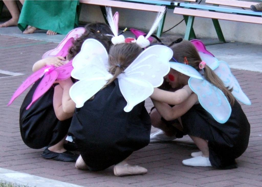 """Pealinna mudilaste tantsupeol """"Me armastame Eestit"""" on tantsimas ligi 20 000 last"""