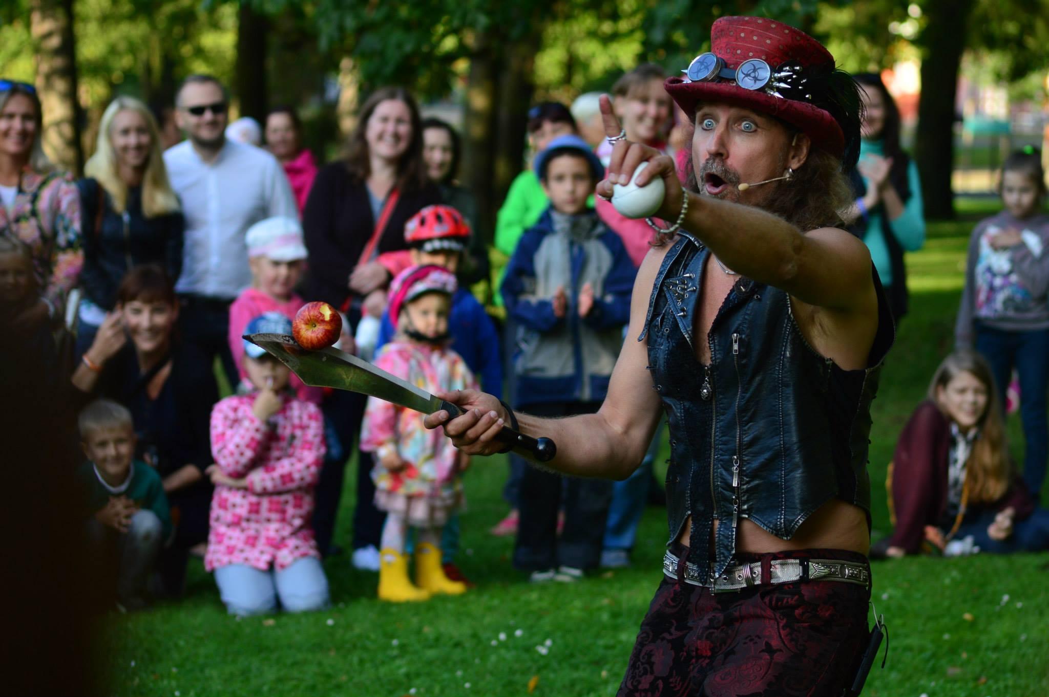 Eestisse tuleb meelelahutaja, koomik, žonglöör ja mustkunstnik Magic Thor