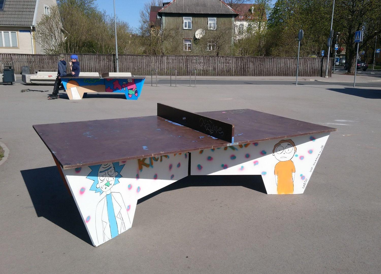 Põhja-Tallinnas saab vabas õhus lauatennist mängida