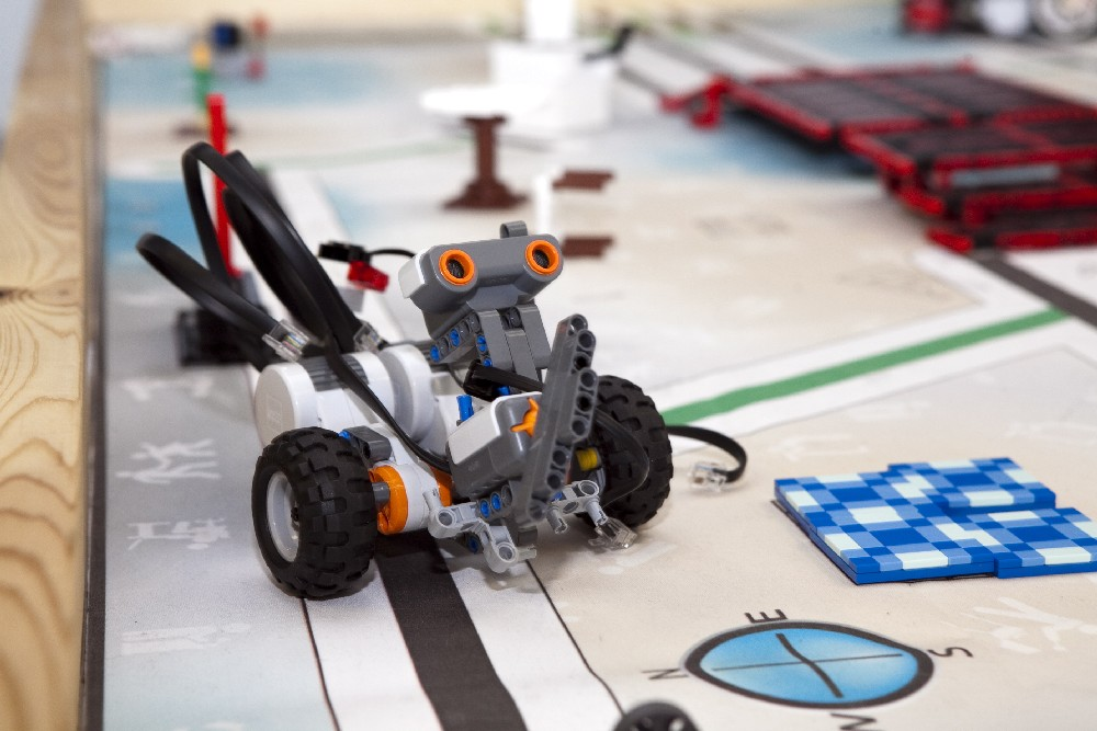 HITSA toetab koole ja lasteaedu tehnoloogiaseadmete soetamisel