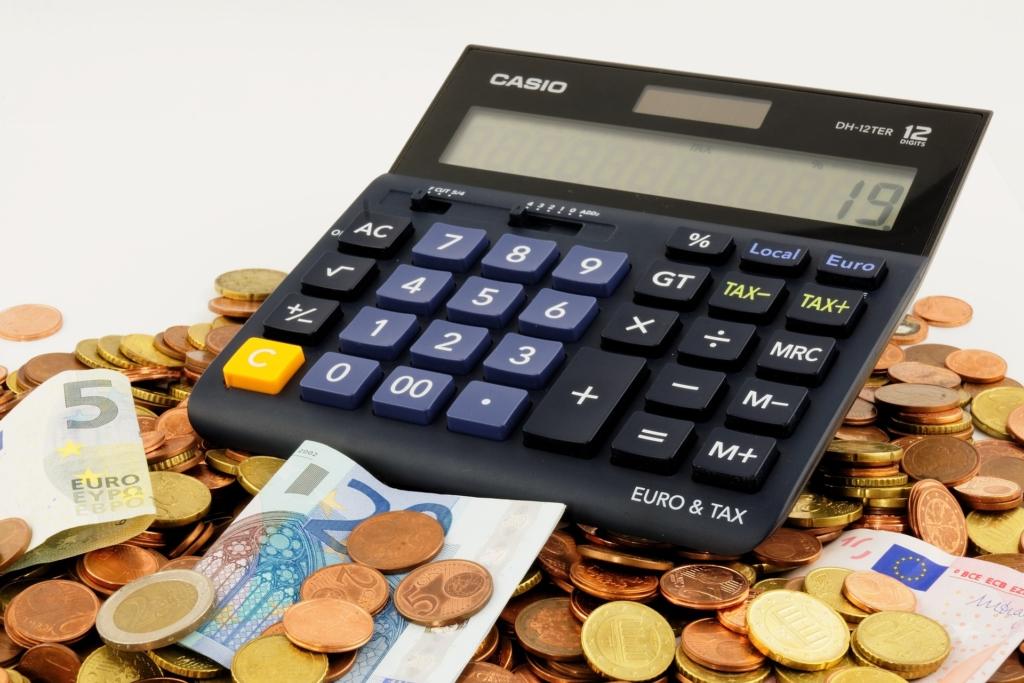 Esimese viie kuu eelarvepuudujääk paranes 1,6 protsendini SKPst
