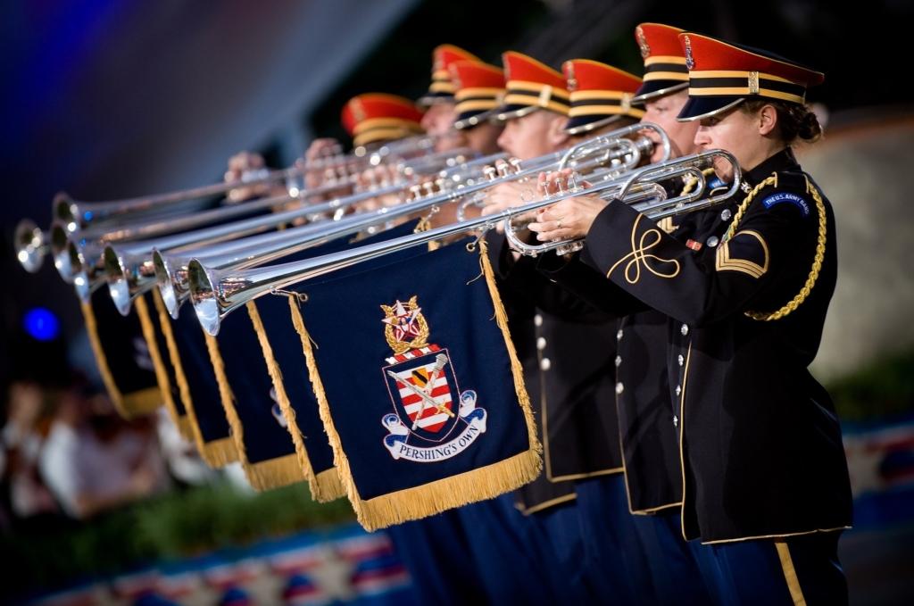 Kümnendal Tallinna Lillefestivalil esinevad Poola sõjaväeorkester ja Jäääär