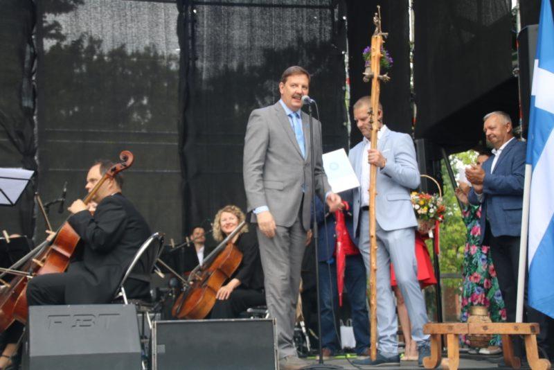 Tallinna linnapea andis Pärnule suvepealinna tiitli