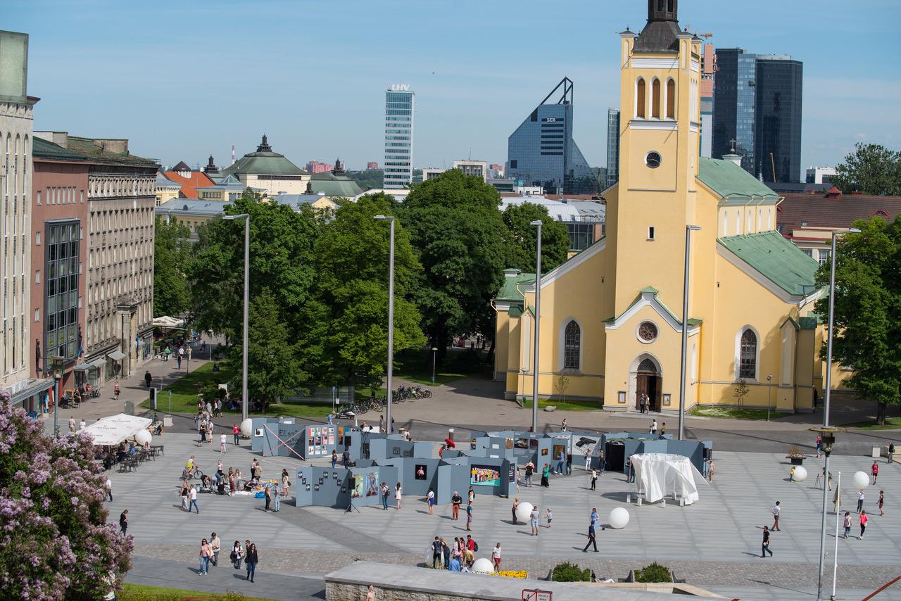 Tallinn Art Weeki esimene päev muudab Vabaduse väljaku kunstisaaliks