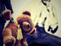 child & bear_2