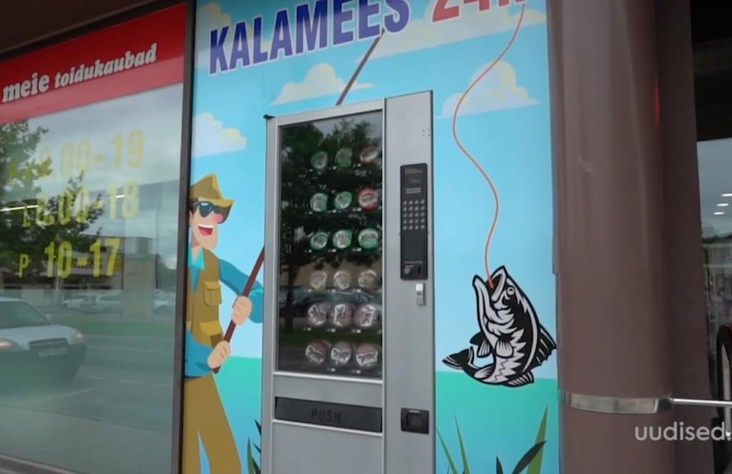 VIDEO! Viljandis avati kalameestele ussikeste-automaat