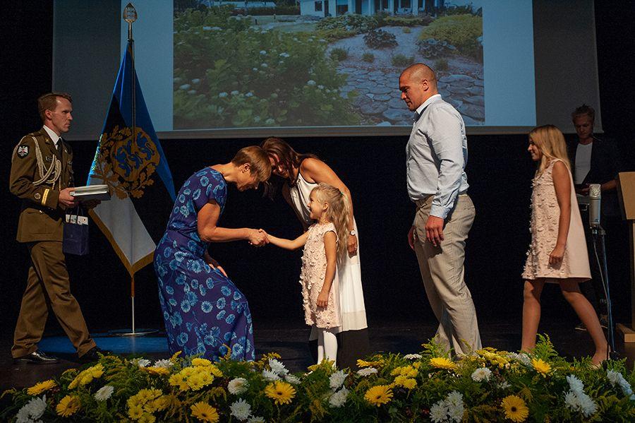 President andis täna Viljandis üle kodukaunistamise auhinnad! Vaata, kes võitsid!