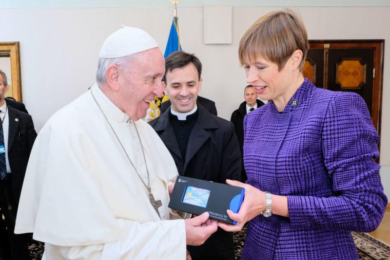 FOTOD! Paavst Franciscusest sai Eesti e-resident
