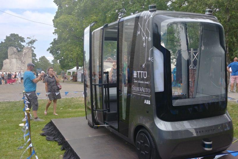 Ajalooline hetk! Eesti esimene isesõitev auto tegi oma esimese ametliku sõidu