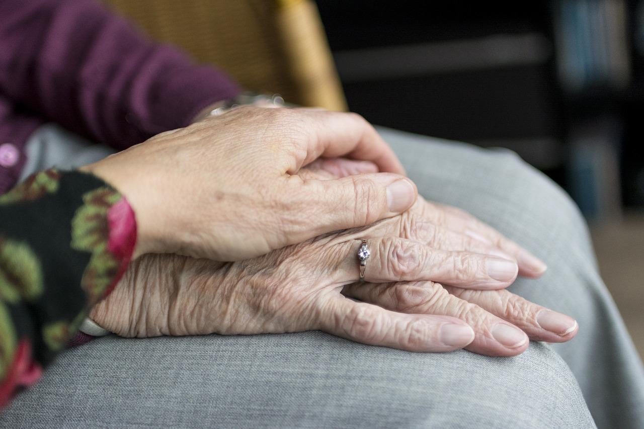 Hea tegu! Kodukant alustab eakate ja erivajadustega inimeste vabatahtlike abistajate koolitamist
