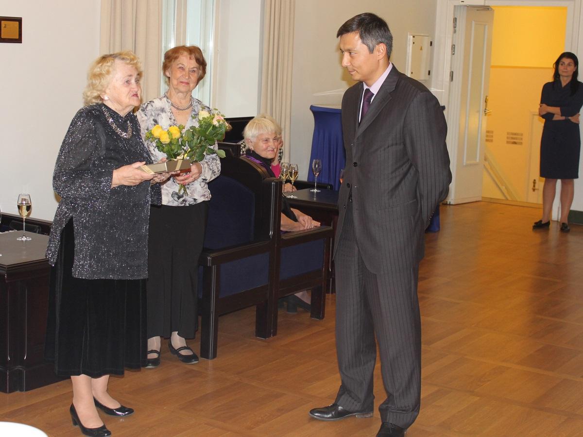 Pensioniikka jõudnud Tallinna koolide pedagoogid paluti pidulikule vastuvõtule