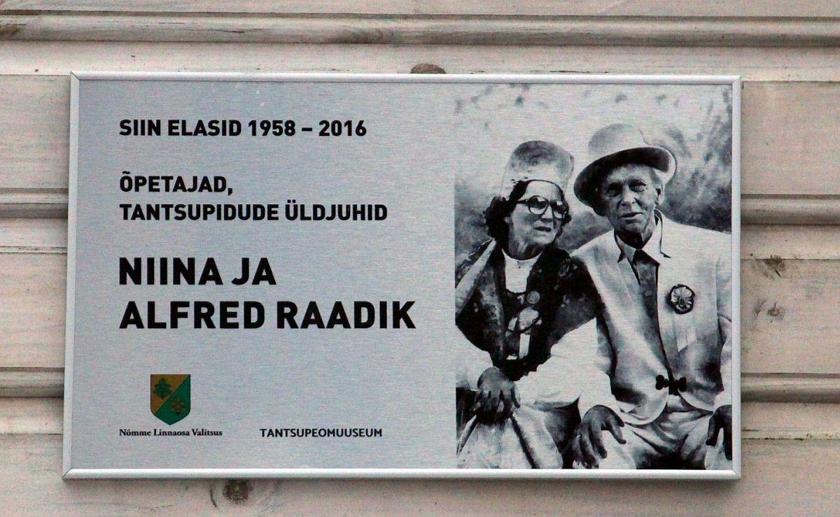 Alfred ja Niina Raadiku mälestustahvel