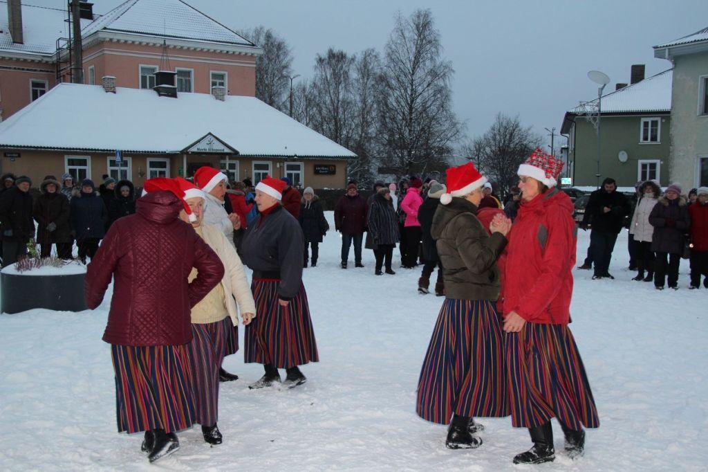 FOTOD! Otepää jõulupuul süüdati advendituled