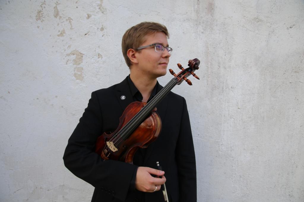 """Kontserdisarjas """"Talendid kodus"""" esinevad Tallinna Kammerorkestri kodusaalis Robert Traksmann ja Juha Kangas"""