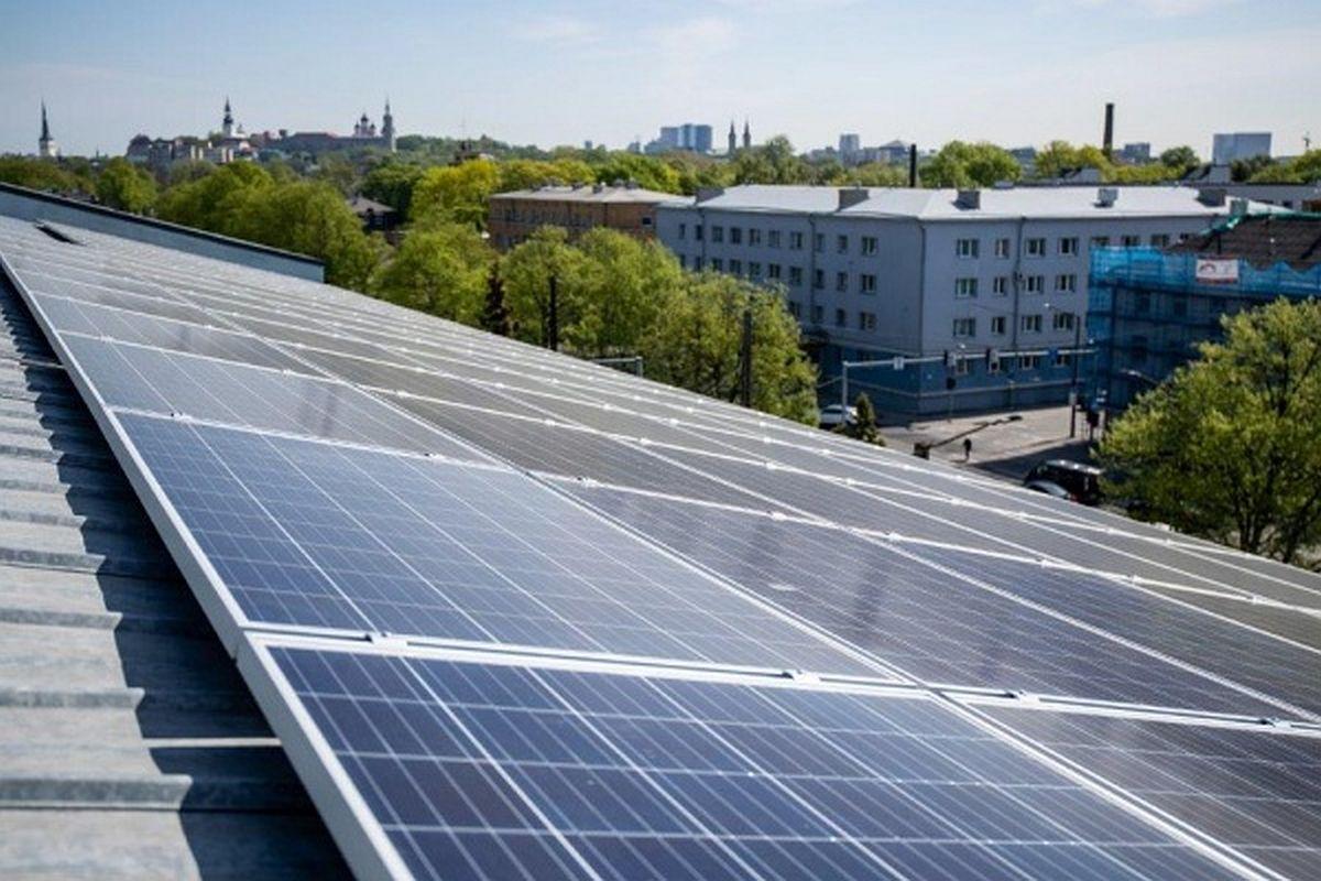 Tallinna kiirabi katusele paigaldati päikeseelektrijaam