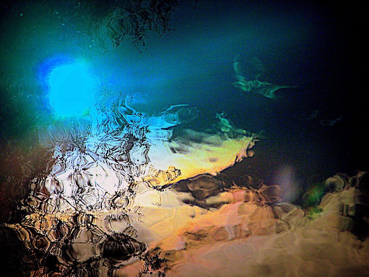 Kuuvalgus siledal veepinnal- Mariann Aroson