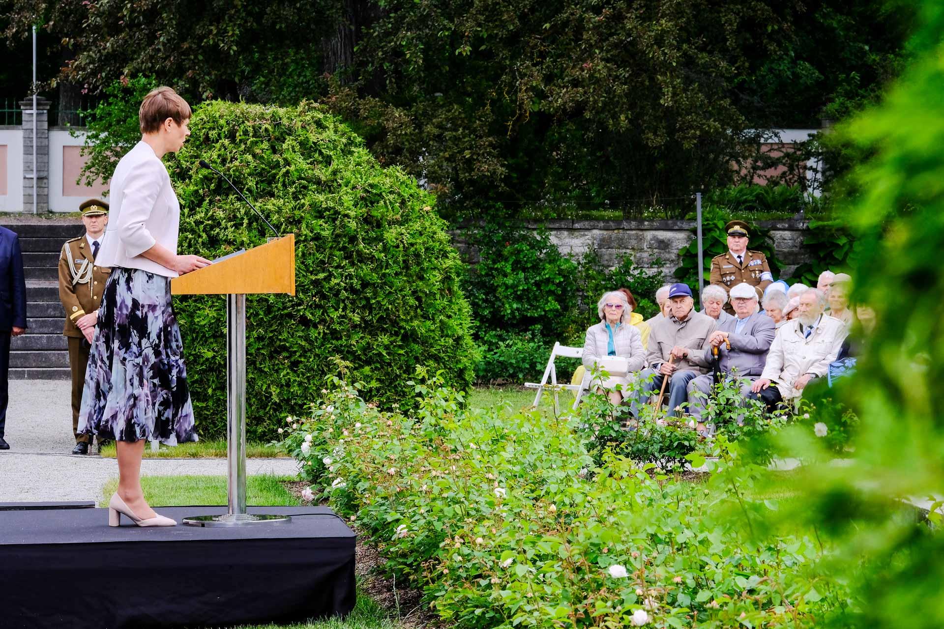 Kersti Kaljulaid: keegi ei tohi vabas Eestis olla oma muredega üksi, alati peab olema turvavõrk, koht, kuhu helistada ja kellega oma muresid jagada!