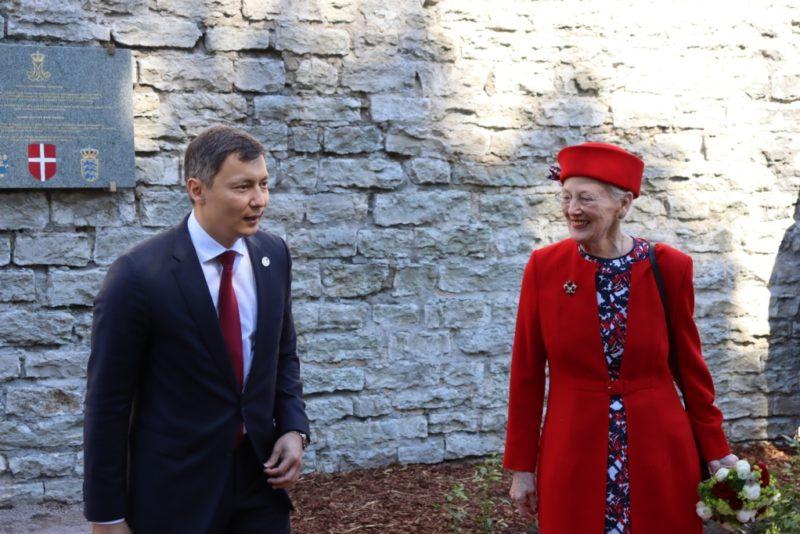 FOTOD! 800 aastat Tallinna esmamainimisest: Taani kuninganna avas ühisnäituse ja roosiaia