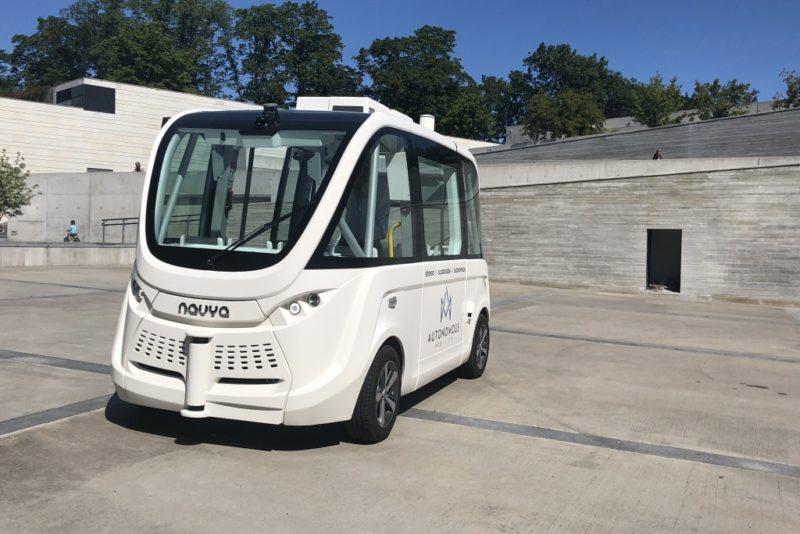 Isejuhtiv buss hakkab Kadriorus huvilisi sõidutama