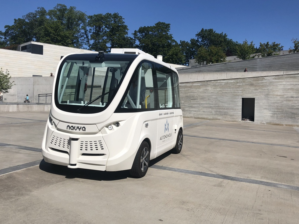 Isejuhtiv buss