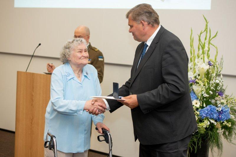 Justiitsminister andis 36 inimesele üle Vabaduse Tammepärja aumärgid