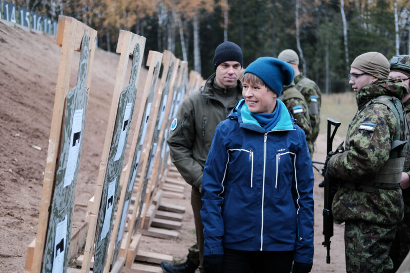 President Kaljulaid Okasel: tänu reservistide valmidusele on Eesti kaitstud