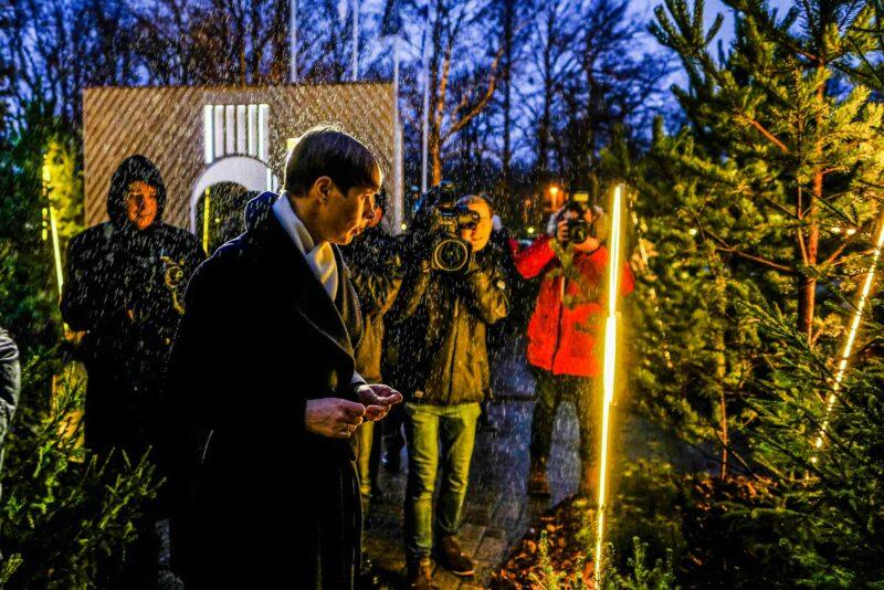 FOTOD I Presidendi kantselei ees on avatud jõulumets
