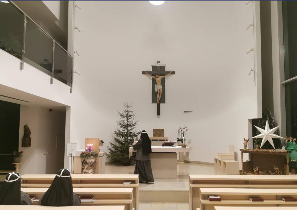 Pirita Linnaosa Valitsus kinkis kloostrile jõulukuuse